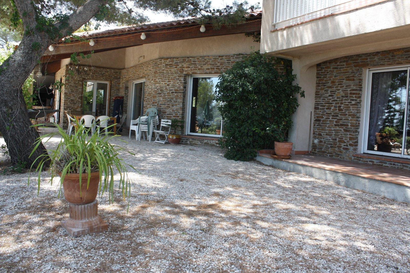 Vente maison hyeres avec agence des iles d 39 hy res for Piscine 91700